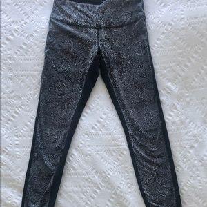 """Dark Grey Lululemon Leggings 28"""" in Size 6"""